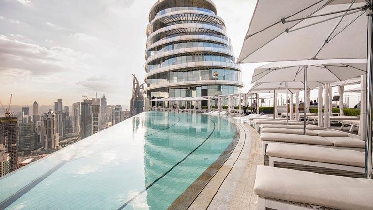 Sky View -rakennuksen katolla on muun muassa uima-allas ja luksusravintola. Lisäksi kompleksissa toimii hintava hotelli ja kylpylä.