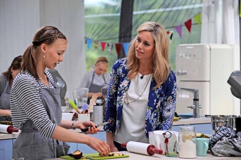 Koko Suomi leipoo -ohjelman ensimmäinen kausi esitettiin vuonna 2013.