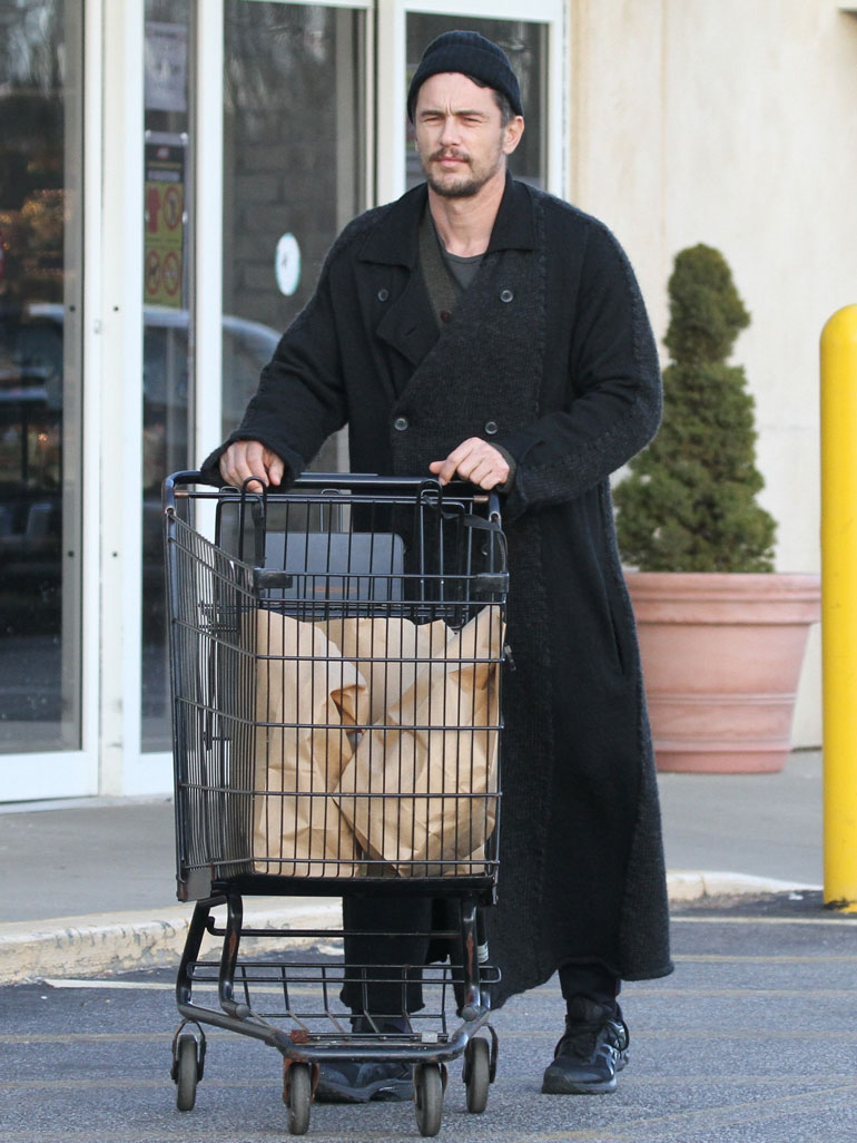 James Franco Spotted Out In The Hampton's Grocery Shopping In Amagansett IGA