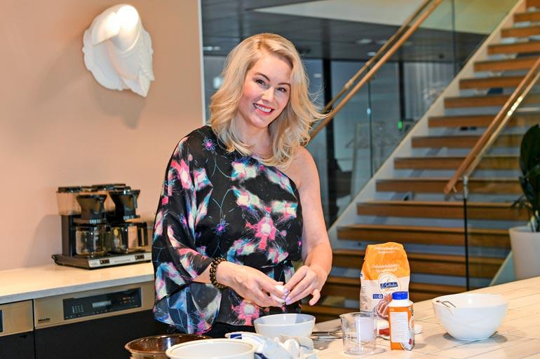 Anne kokee olevansa parempi ruuanlaittaja kuin leipoja. – Jauhelihakastiketta voi tehdä miljoonalla eri tavalla eikä se ole niin tarkkaa. Leipominen on enemmän kemiaa, siinä pitää noudattaa reseptiä paljon tarkemmin.