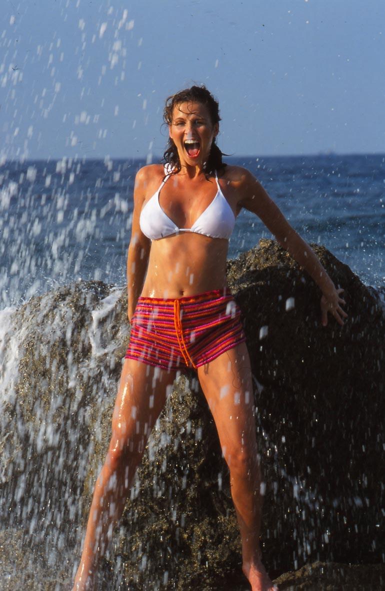 Janinaa Kuubassa kuvasi maineikas ranskalainen Jean Yves Gougaud. – Hän oli vuosia Seiskan luottokuvaaja. Jean kuvasi ensimmäiset Tähtitytöt, ja hänet haluttiin aina maailmalle bikinikuvauksiin, Jari Peltomäki kertoo.
