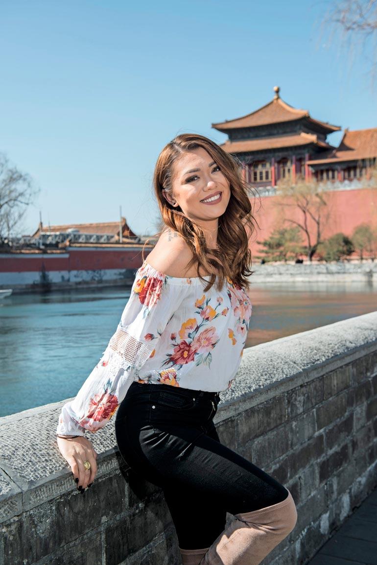 Shirly paljasti, että ei juurikaan puhu kiinaa. – Jonkin verran opin kieltä, kun olin puoli vuotta vaihdossa Pekingissä, missikaunotar kertoi. Hän myös haluaisi luoda mallinuraa Kiinassa. – Voisin ihan hyvin muuttaa tänne toviksi.