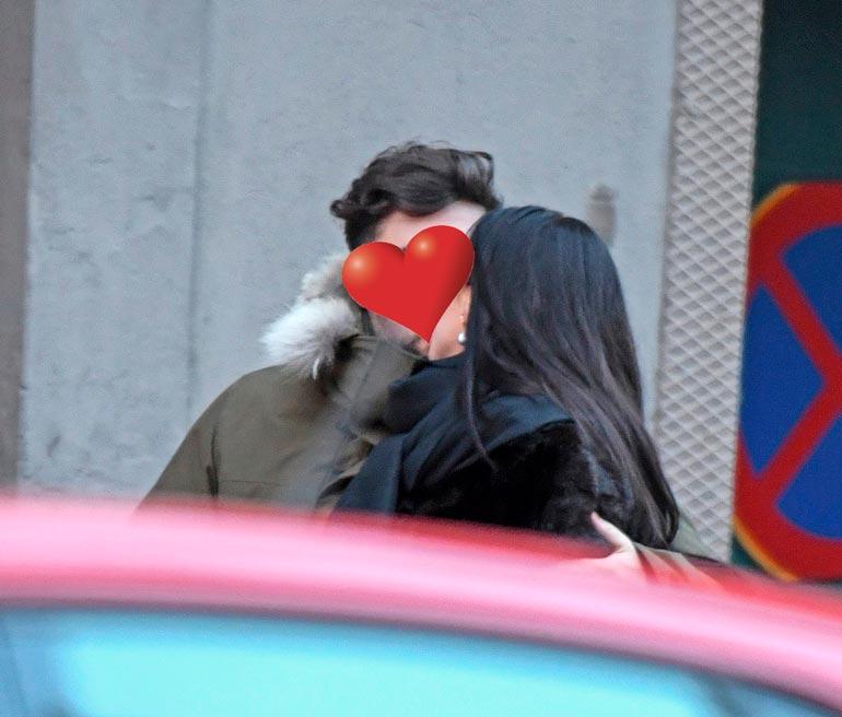 Frank moiskautti Viiville kiihkeän pusun!