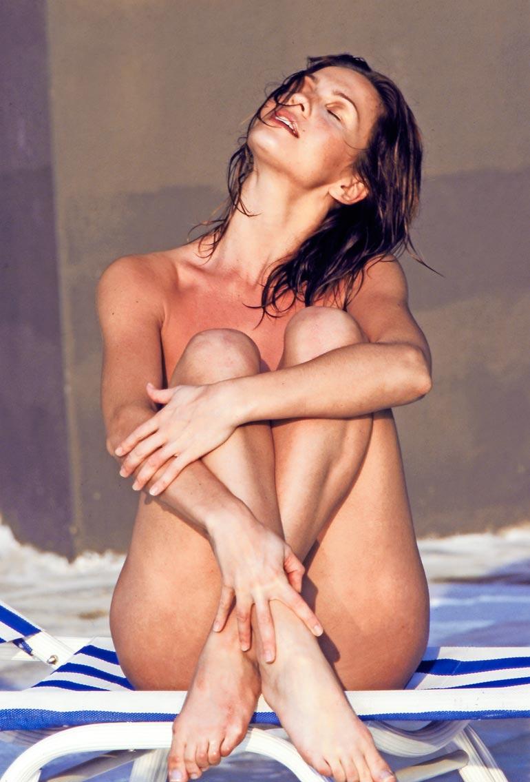 Tämä kuva muistetaan! Ranskalaismestari Jean Yves Gougaud räpsäisi Janinasta ensimmäisen julkisen alastonkuvan.