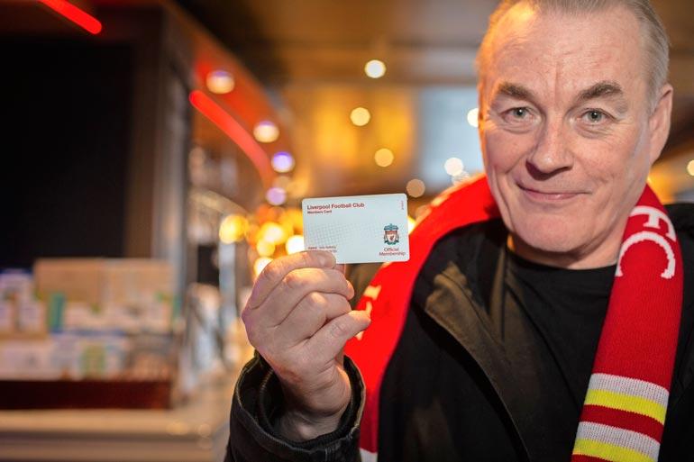 Seiska-reissunsa muisteluhaastatteluun Arto toi näytille tietysti myös jäsenkorttinsa ja kaulaliinansa.