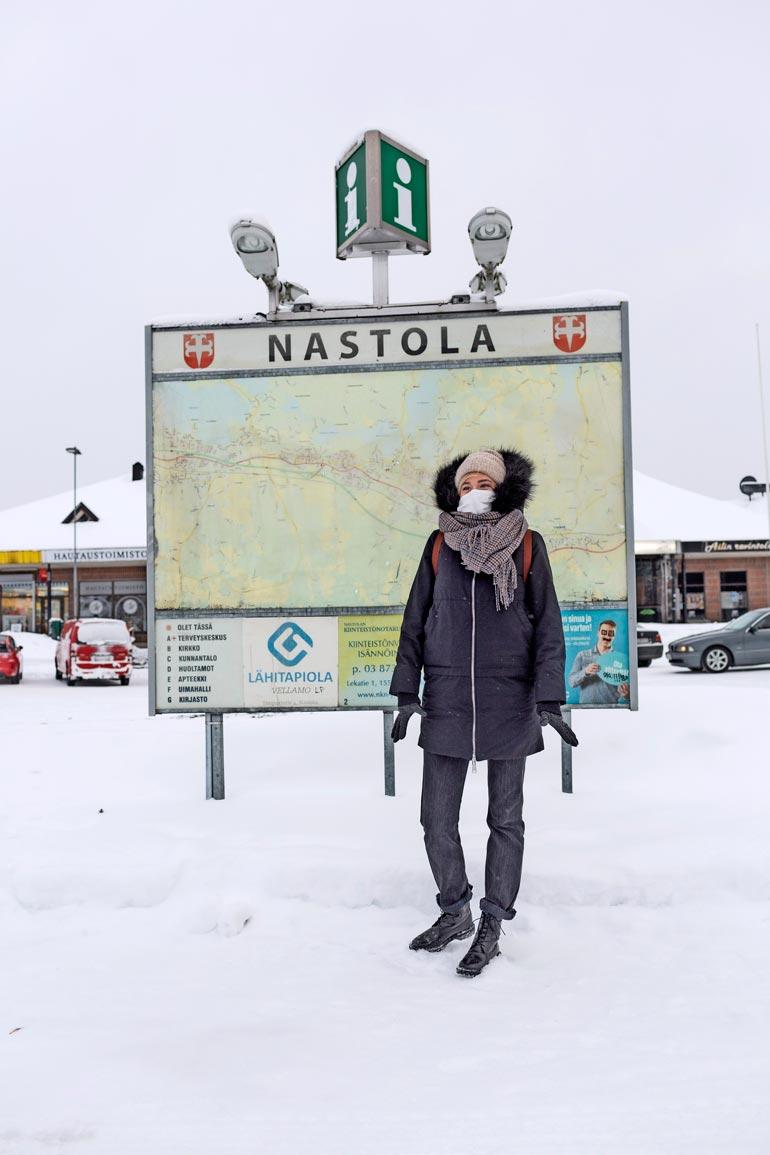 Terkkuja Nastolasta! Suomessa säätä ei ennusteta ultrakireissä makkarankuorissa tai kaikkien aikojen minimekoissa. - Sellainen ei ehkä oikein ole meidän kulttuuriamme, Anniina Valtonen naurahtaa.