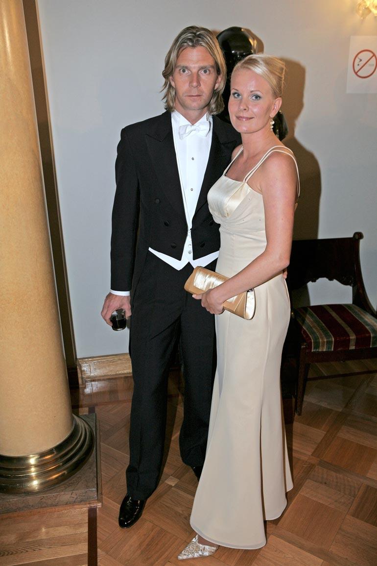 Janne ja Tiia Ahonen ovat olleet naimisissa vuodesta 2004. He osallistuivat yhdessä Linnan juhliin vuonna 2008.