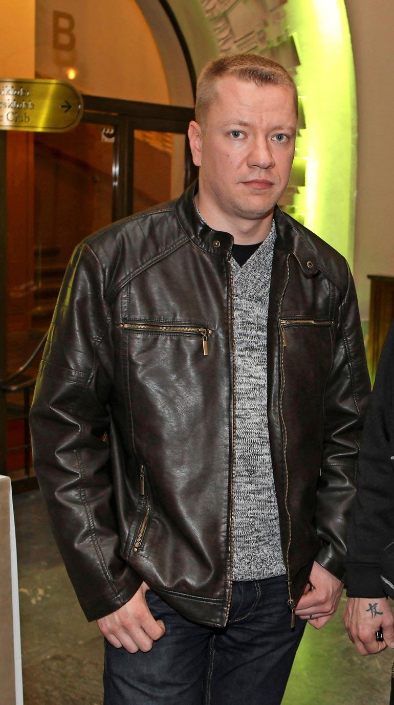 Supersuositun Yölintu-iskelmäyhtyeen ex-kitaristi Matti Silmu kuoli lauantaina. Hän oli menehtyessään vain 42-vuotias.