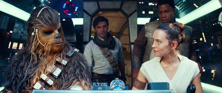 Tuhtia tiliä takova Star Wars -tähti Joonas Suotamo pitää elokuvapalkkiot omina asioinaan. – Kunhan tulee toimeen, se on tärkeintä. Sitä enempi on vain pöyristelyä, kuten Forrest Gump sanoo!