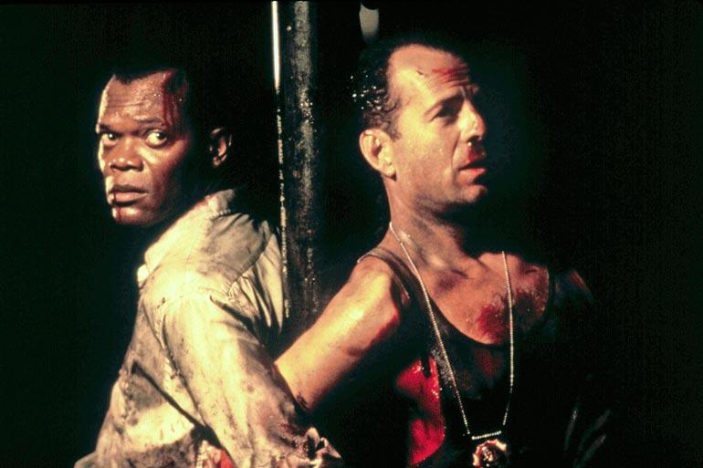 ...Bruce Willisin yritetttyä hyppyyttää suomalaista.