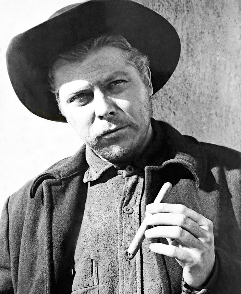 Näyttelijän ensimmäinen lännenelokuva oli Bravados, jossa hän näytteli Ed Tayloria.