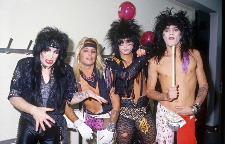 Mötley Crüeta Mikko ei tunnistanut, sillä tähdet tulivat haastatteluun siisteissä vaatteissa tässä nähdyn lookin sijaan.