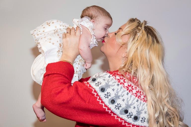 Lokakuussa syntynyt Isabell-tytär on ollut uudelleensijoitettuna Johanna Tukiaisen ja Paulin rajun suhdesotkun vuoksi.