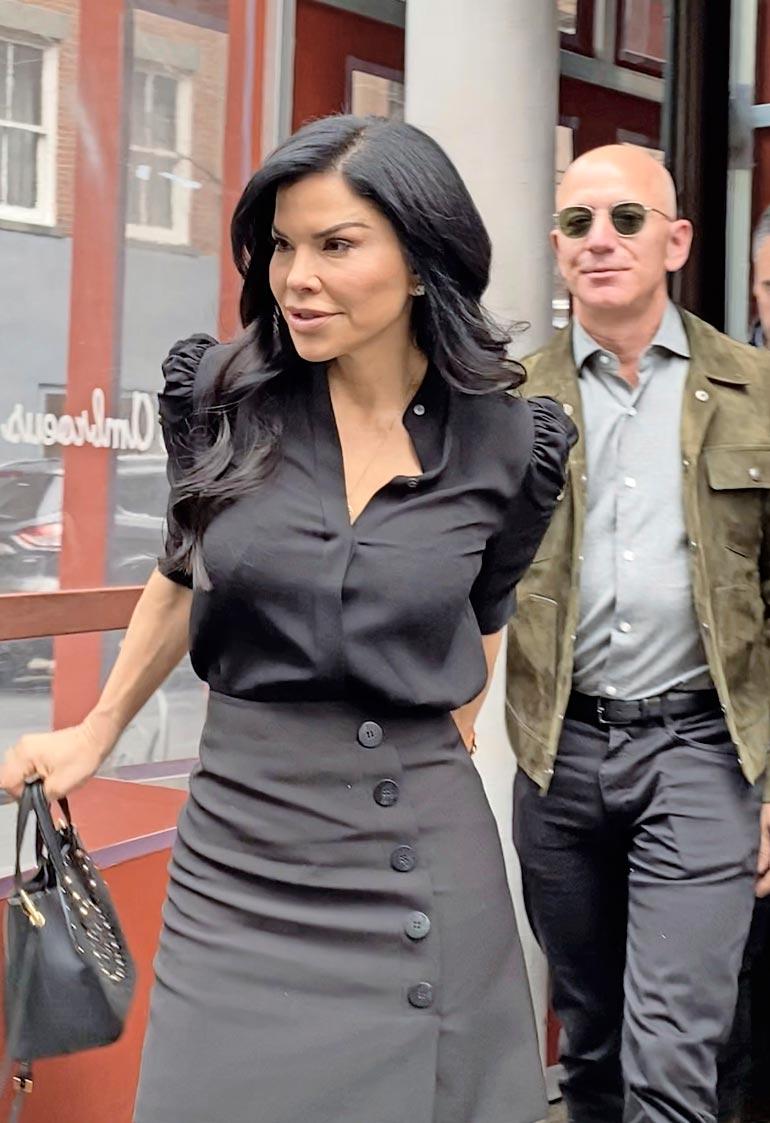 Miljardöörin ja tv-reportteri  Lauren Sanchezin suhde tuli  julki heti avioerouutisen  jälkeen.