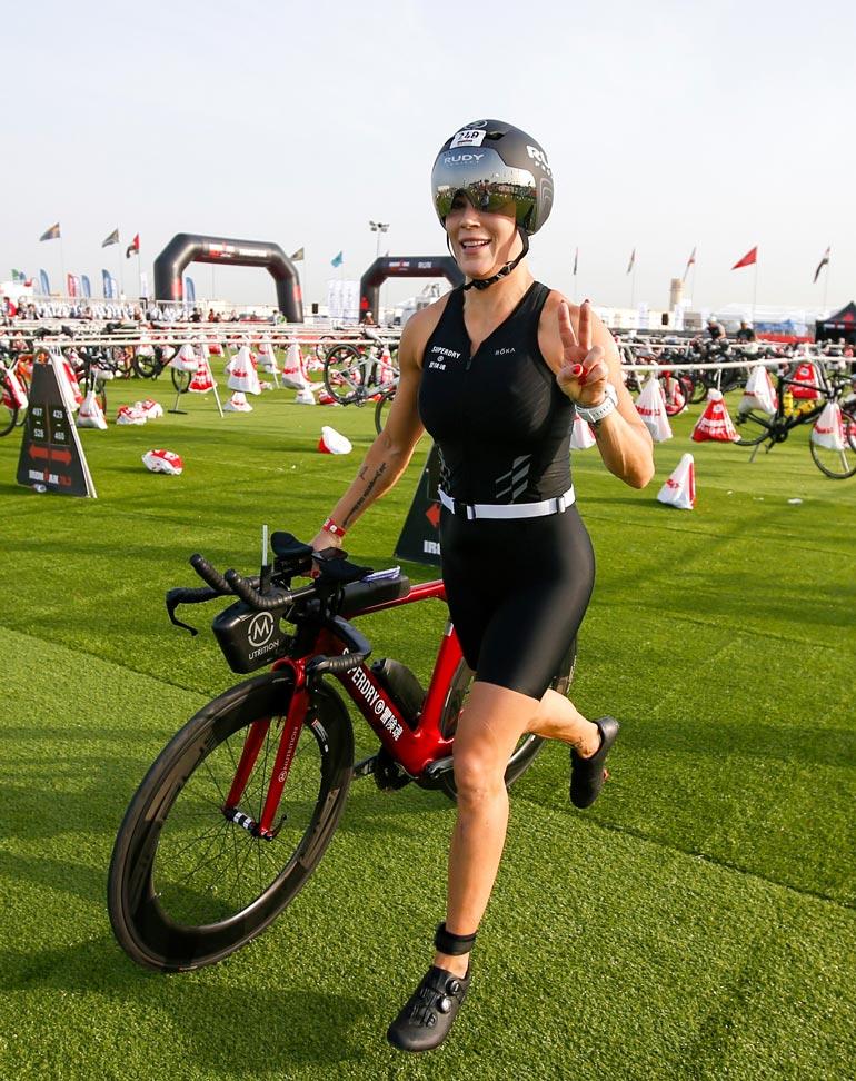 Martina Aitolehti  oli yhtä hymyä  viilettäessään  Dubain helteissä.