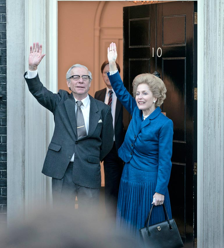 Gilliania on kehuttu roolistaan Margaret  Thatcherina huippusuositussa kuninkaallissarjassa The Crown.