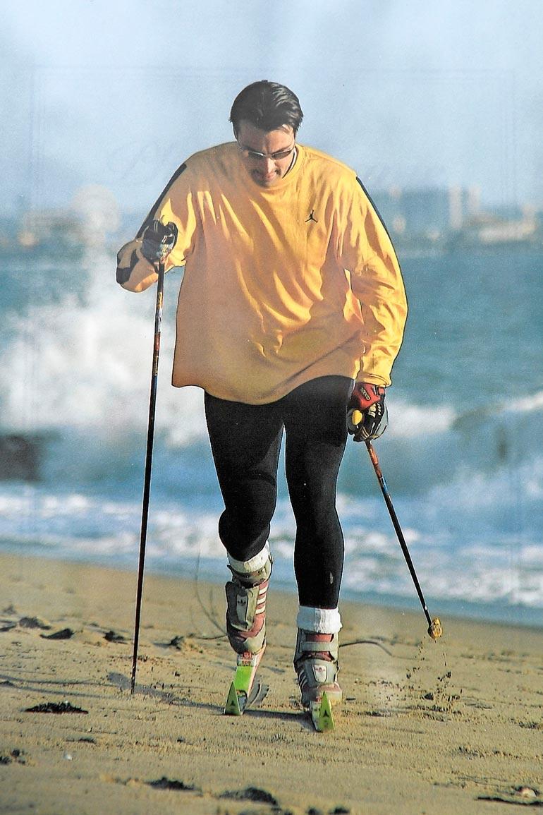Teemu alkoi vuonna 2000 karistaa kiloja hiihtämällä Venice Beachin rantahiekalla.