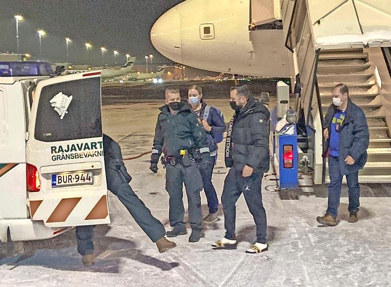 Helmikuun puolivälissä Niko palautettiin  Suomen pakkasiin  rantatossuissaan.