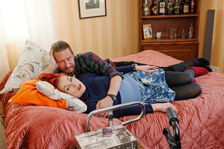 Saija ja Keijo asuvat vielä erillään.  Häät oli kyllä jo suunniteltu viime  kesäksi, mutta korona esti nekin.