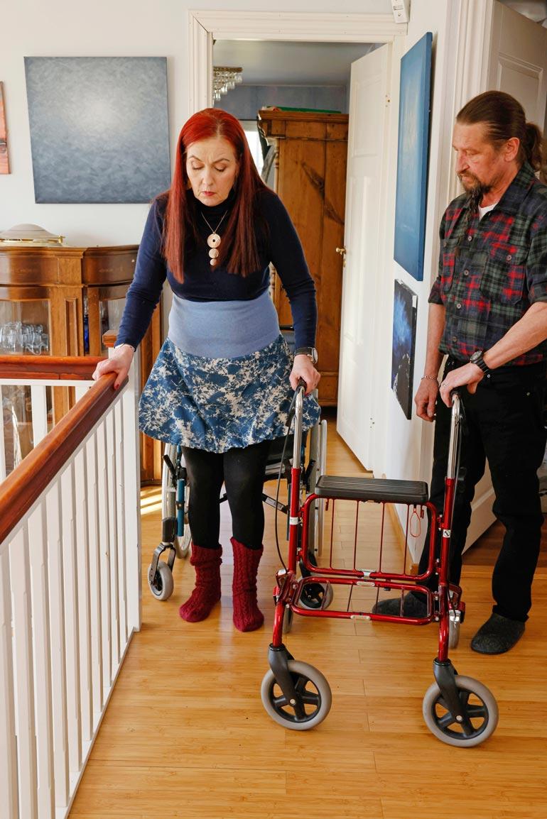 Saija jumppaa  aktiivisesti  päivittäin. Uuden  lääkkeen myötä  hän sanoo vielä  joku päivä kävelevänsä jälleen  ilman tukea.
