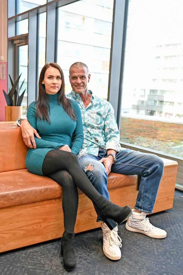 Mika Ounaskari, 57, ja  Titta, 26, odottavat parhaillaan ensimmäistä yhteistä lastaan. – Tyttövauvamme pitäisi syntyä kesäkuussa, fitnesspariskunta iloitsee.