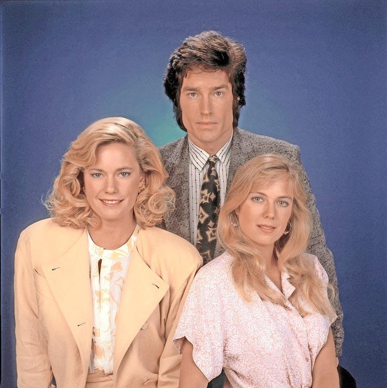 Vuoden 2008 kuvassa poseeravaat Ronn Moss Ridgenä, Joanna Johnson Carolinenä ja sarjaan jo 26-vuotiaana tullut Katherine, joka on ollut sarjasta pois pari kertaa.