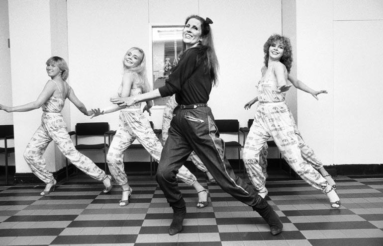 Aira ei näytä muuttuvan lainkaan. Tanssitunti tasan 40 vuoden takaa.