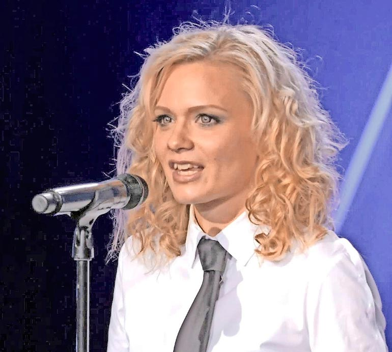 Kondiittorina työskentelevä Anna imitoi muutama vuosi sitten Talent Suomesta Britney Spearsia.