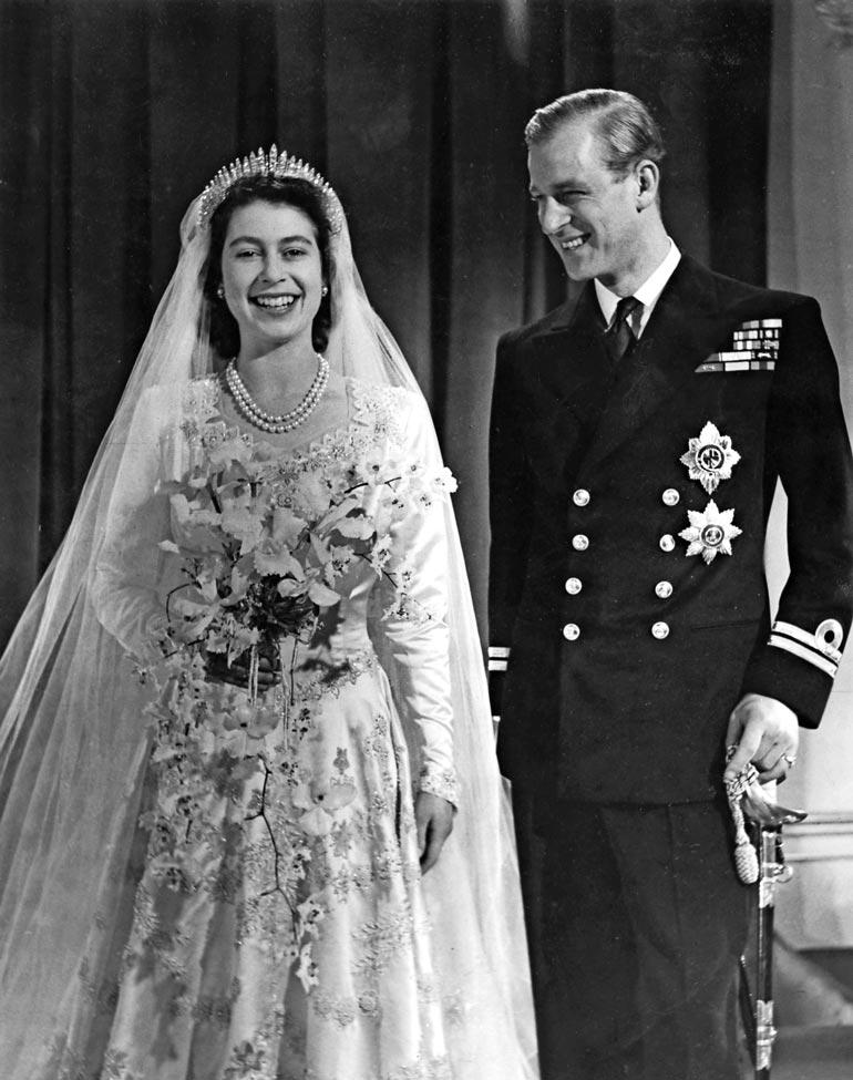 Philip on nykyhistorian pisimpään palvellut hallitsijan puoliso. Häitään pari tanssi vuonna 1947.