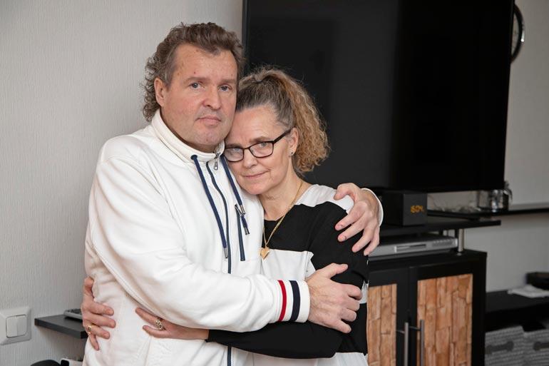 Jari ja Marketta Hautakorpi olivat yhdessä vuodesta 1986. Nyt Marketta yrittää pärjätä yksin.