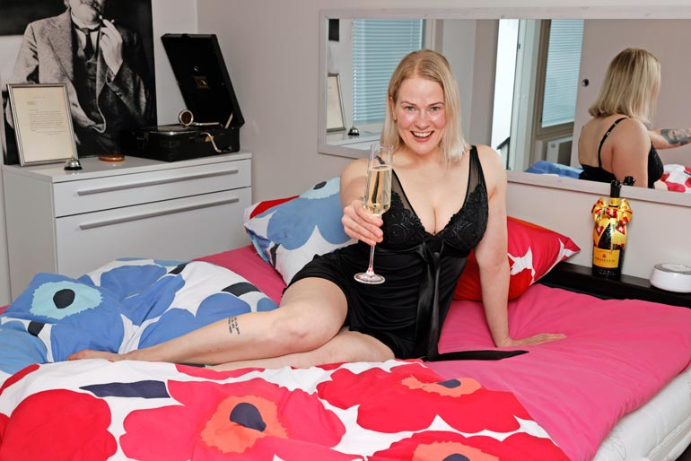 BB-Paula nauttii sinkkupäivistä kattohuoneistossaan.