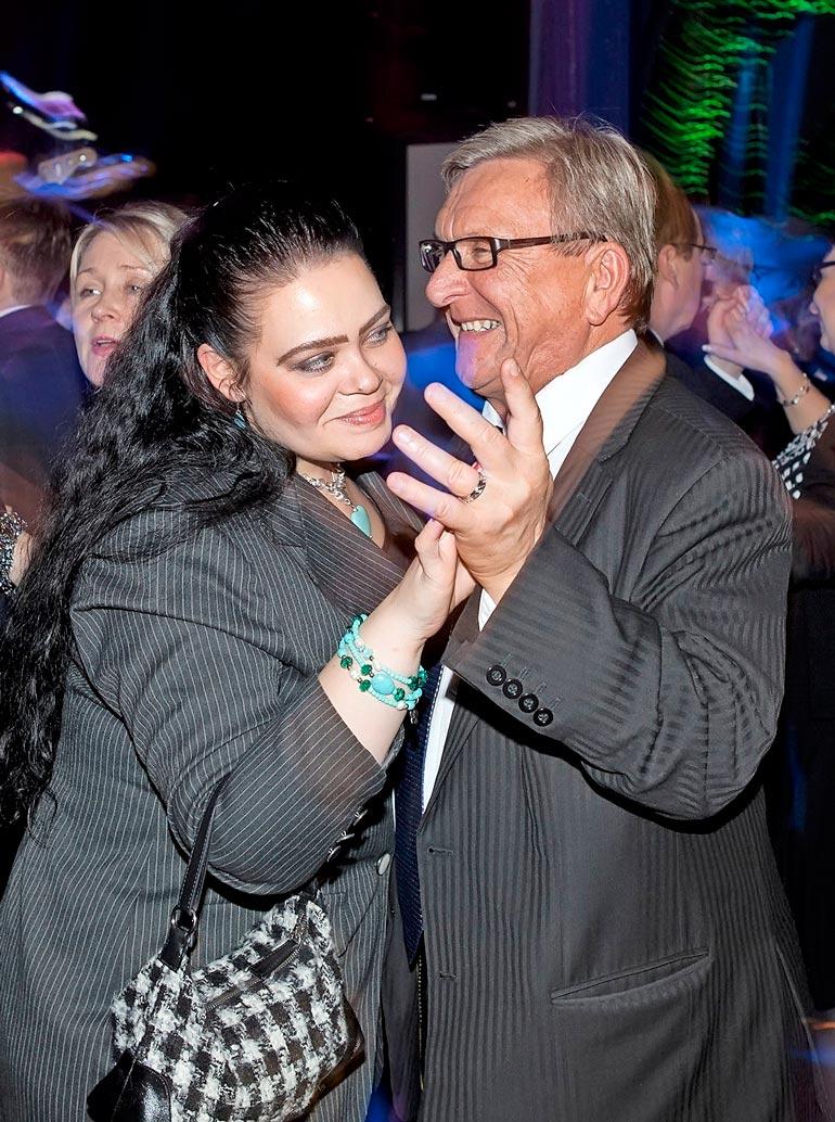 Lyly on ollut kahdesti kihloissa: ensin Danny Show'ssa laulaneen lieksalaislähtöisen Raija Koukkarin kanssa ja myöhemmin oululaisen oopperalaulajan Anna-Maria Jurvelinin kanssa. Jälkimmäisen hän kihlasi näyttävästi eduskunnan valtiosalissa tämän 40-vuotispäivänä vuonna 2011.
