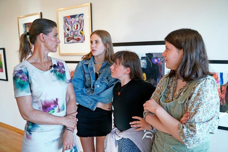 Märthan tyttärien Leahin, Emman ja Maudin  pitää varautua ulkomaille muuttoon.