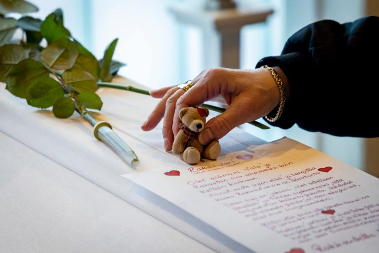 Leski laski arkulle Jarin lempinallen sekä kirjoittamansa koskettavan jäähyväiskirjeen.