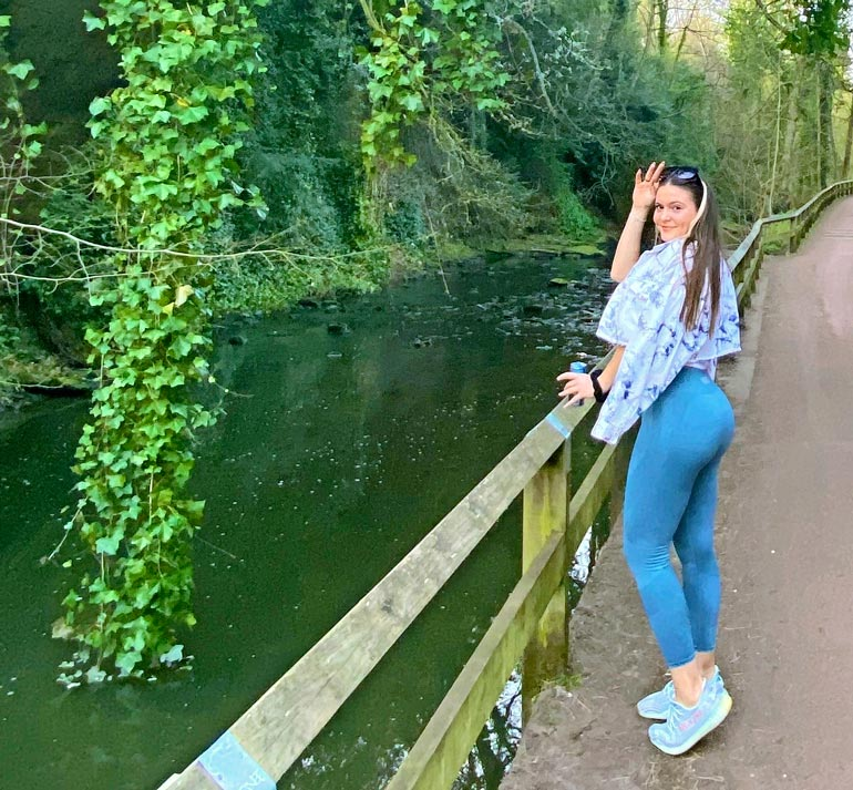 Newcastle tunnetaan Englannin kovimpana bilekaupunkina, ja maine on kuulemma ansaittu. – Täällä osataan todella pitää hauskaa! Englantilaiset ryyppäävät paljon romanialaisia enemmän, Tara kertoo.