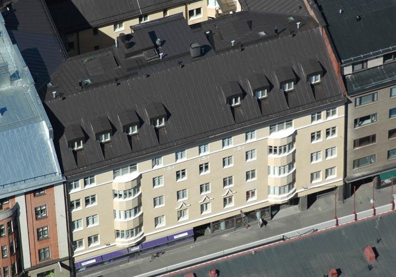 Kallis kämppä sijaitsee eteläisessä Helsingissä aivan meren tuntumassa ja on tunnettua bilealuetta.