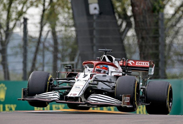 30 sekunnin aikasakon takia  Kimi menetti hetken nimissään  olleet kaksi MM-pistettä ja putosi  lopputuloksissa sijalle 13.
