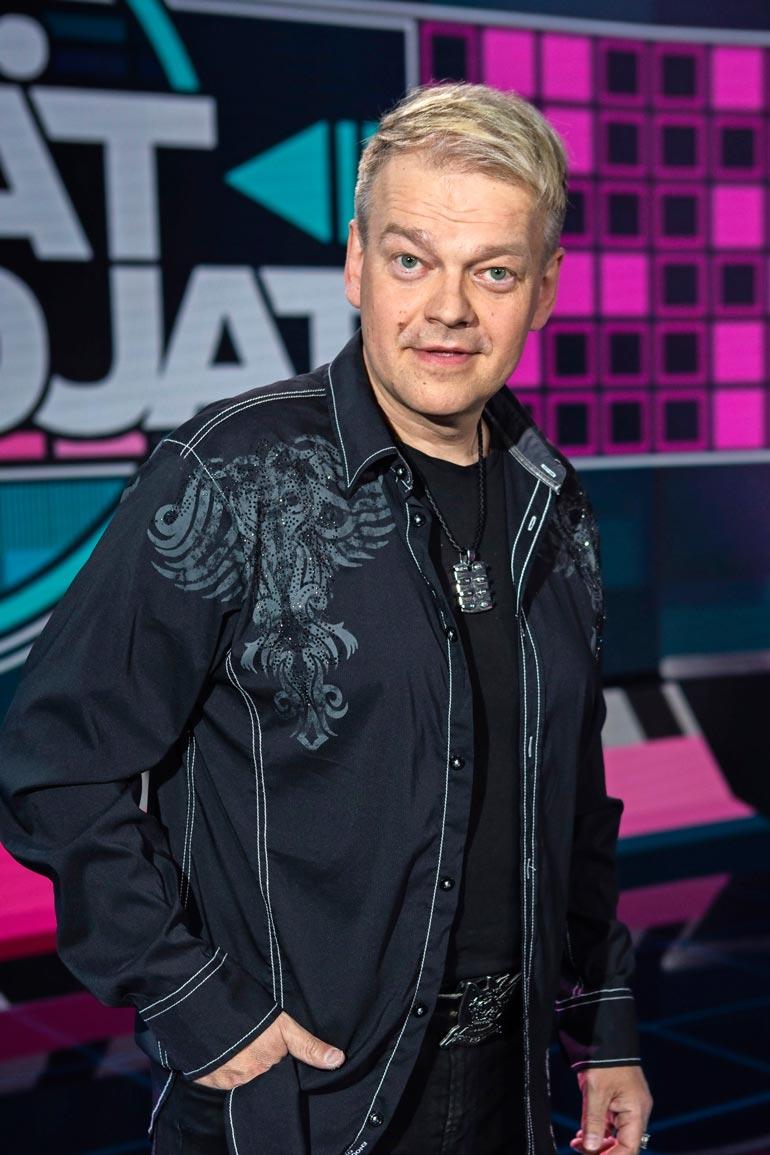Kurre on tulut tunnetuksi laulajana. Hän voitti Syksyn sävel -kilpailun 1991 kappaleella Jäit sateen taa.