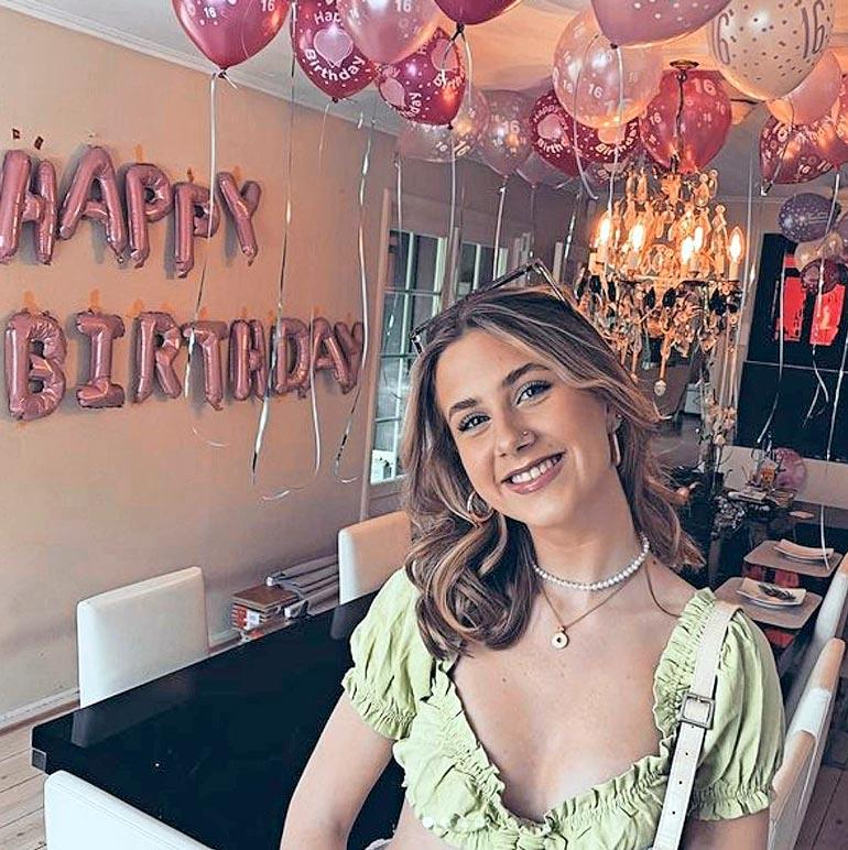 Leah juhli syntymäpäiväänsä kotona perheen kanssa.