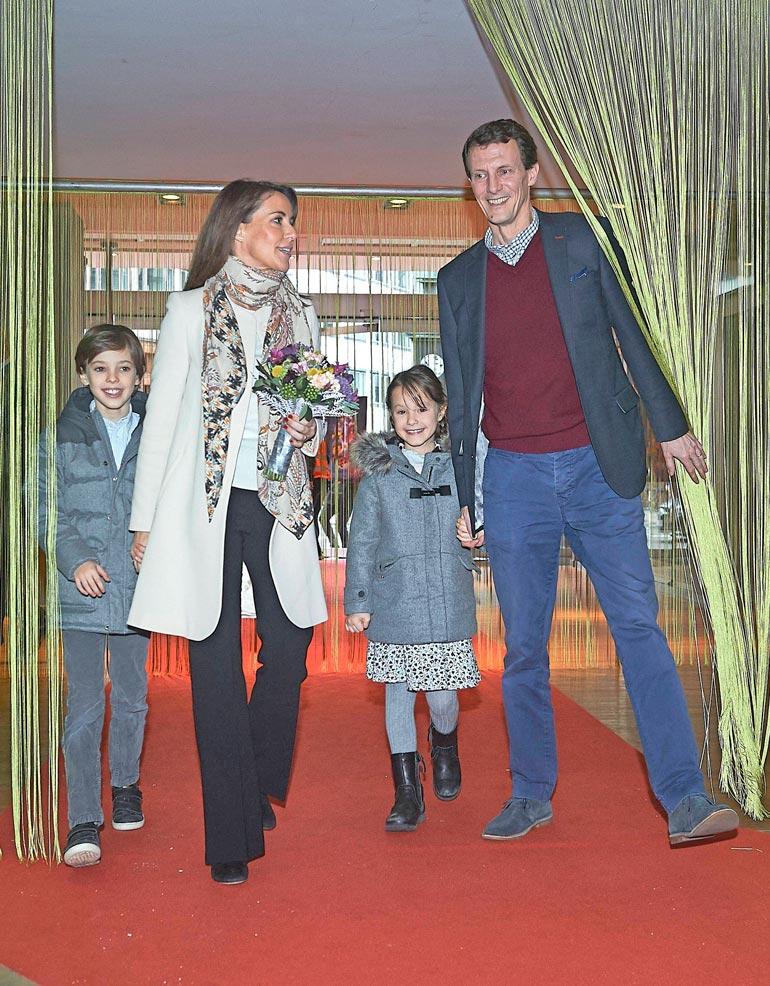 Joachimin ja Marien  perheessä lapset taitavat kaksi kotikieltä, tanskan ja ranskan.