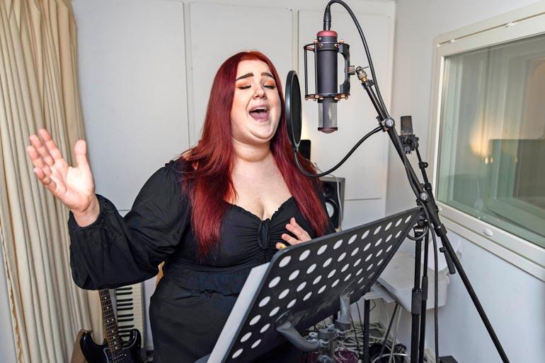 Tunteitaan säästämättä Viivi antoi tulkinnan kuulua jokaisessa laulamassaan sanassa.