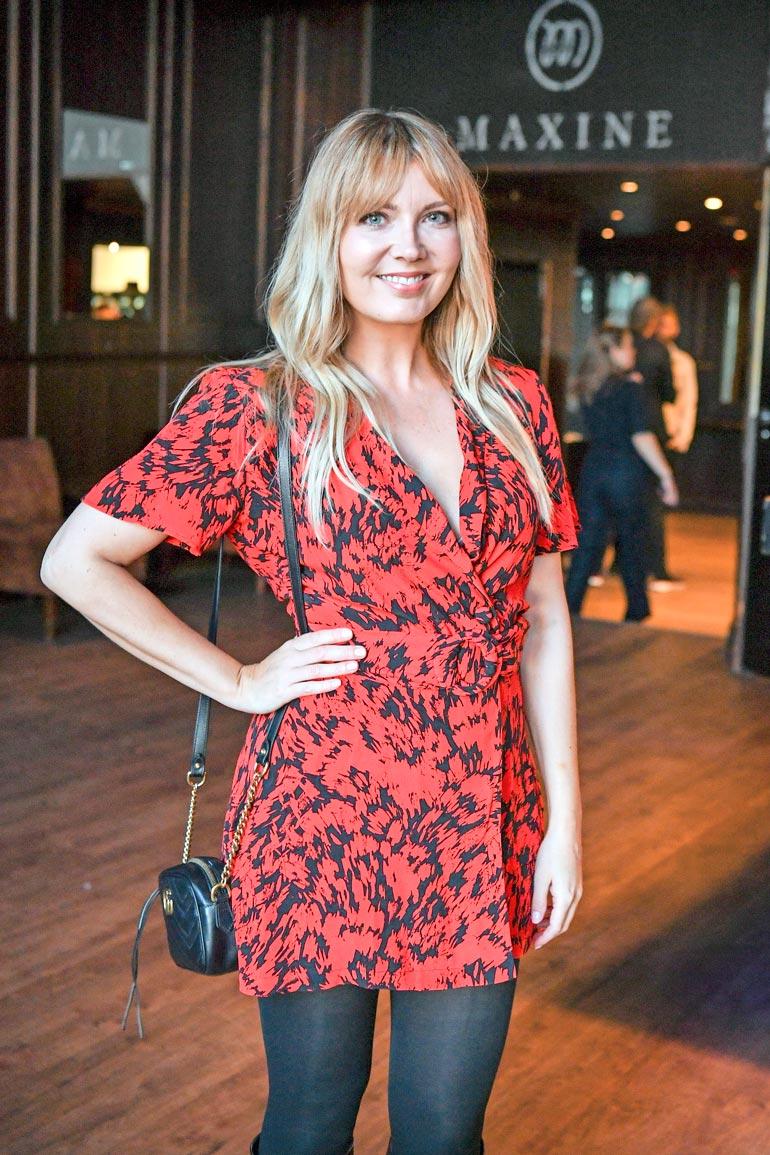 Jenni on suosittu radio- ja tv-juontaja eri kanavilla.