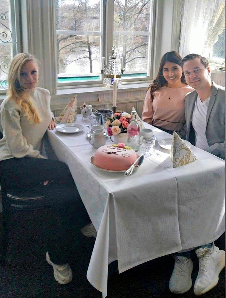 Johannan sisko Jasmine, Joel-veli ja tämän tyttöystävä Ana nauttivat perhejuhlan tunnelmasta. Pinkki prinsessa-kakku maistui.