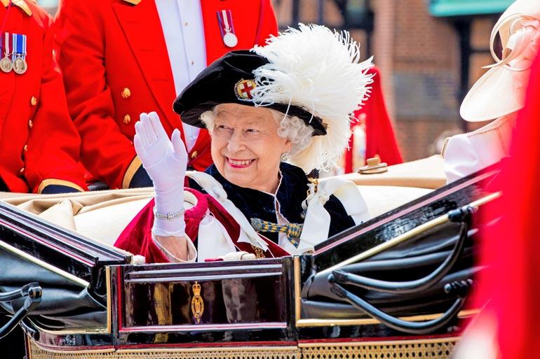 Elisabetin uskotaan  tulevaisuudessa  viihtyvän Buckinghamin palatsin sijaan  enemmän Windsorissa, lähellä rakkaan Philip-puolisonsa hautapaikkaa.