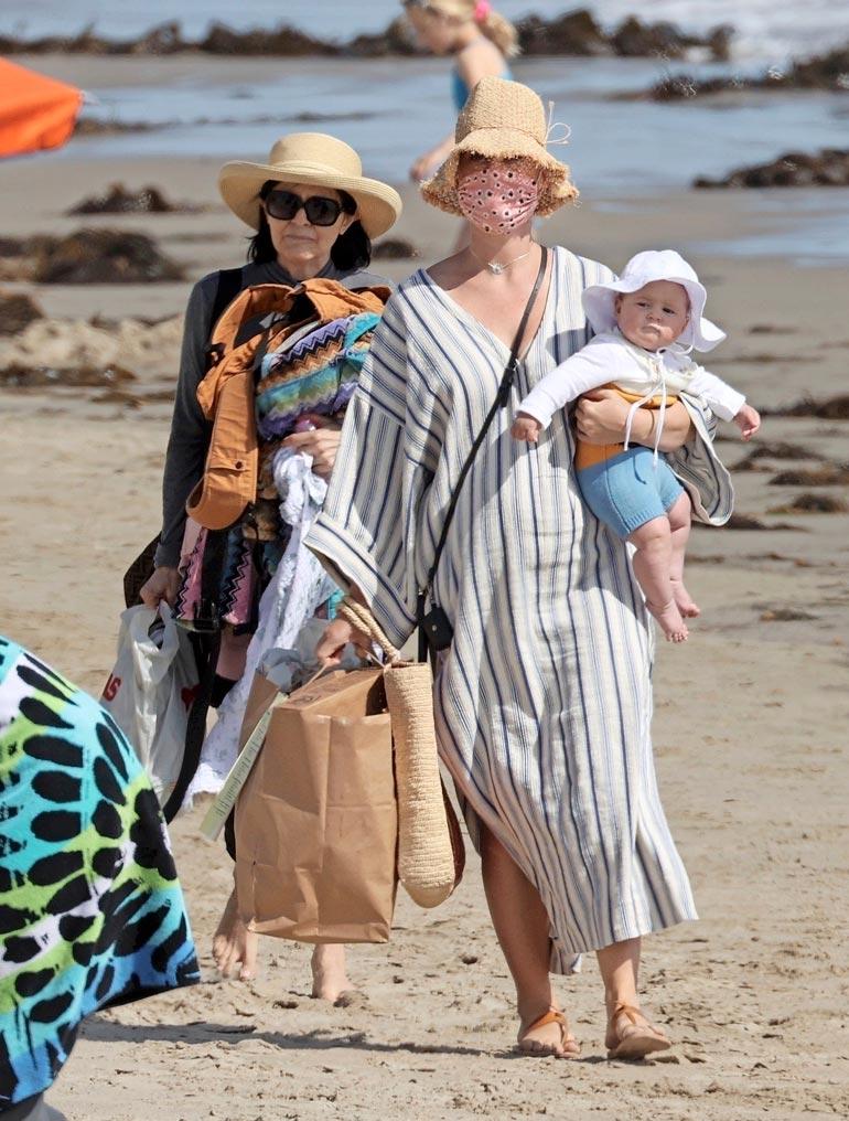Daisy lomaili talvella vanhempiensa kanssa  Havaijilla.