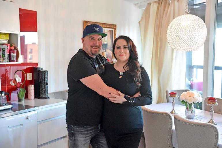 Niina ja Jussi ovat toistaiseksi pitäneet omat kotinsa. Niina asuu Helsingissä, Jussi Espoossa.