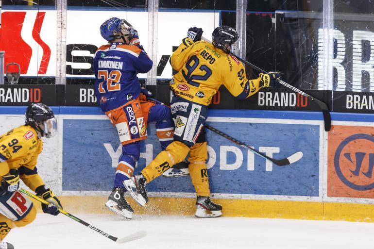 Rauman Lukko ja Sebastian Repo ovat runtanneet tieltään vastustajat toisensa jälkeen. Tässä kyytiä saa Tampereen Tappara.