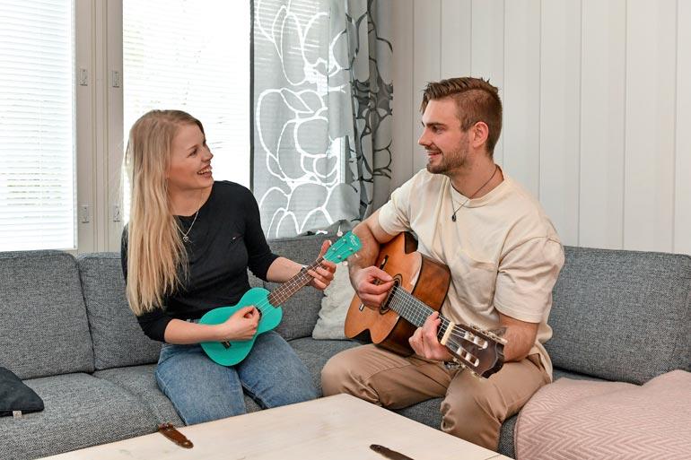 Lauri ja Essi ostivat viime syksynä 81-neliöisen rivitalokodin Raisiosta.