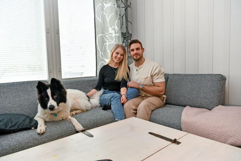 Suomen Mister Globe -edustajalla on vuosien kokemus muotialan töistä. Viime kesänä hän juonsi Miss EW -finaalin tyttöystävänsä Essi Tähkän kanssa. Miki-koira kuuluu parin kotiväkeen.