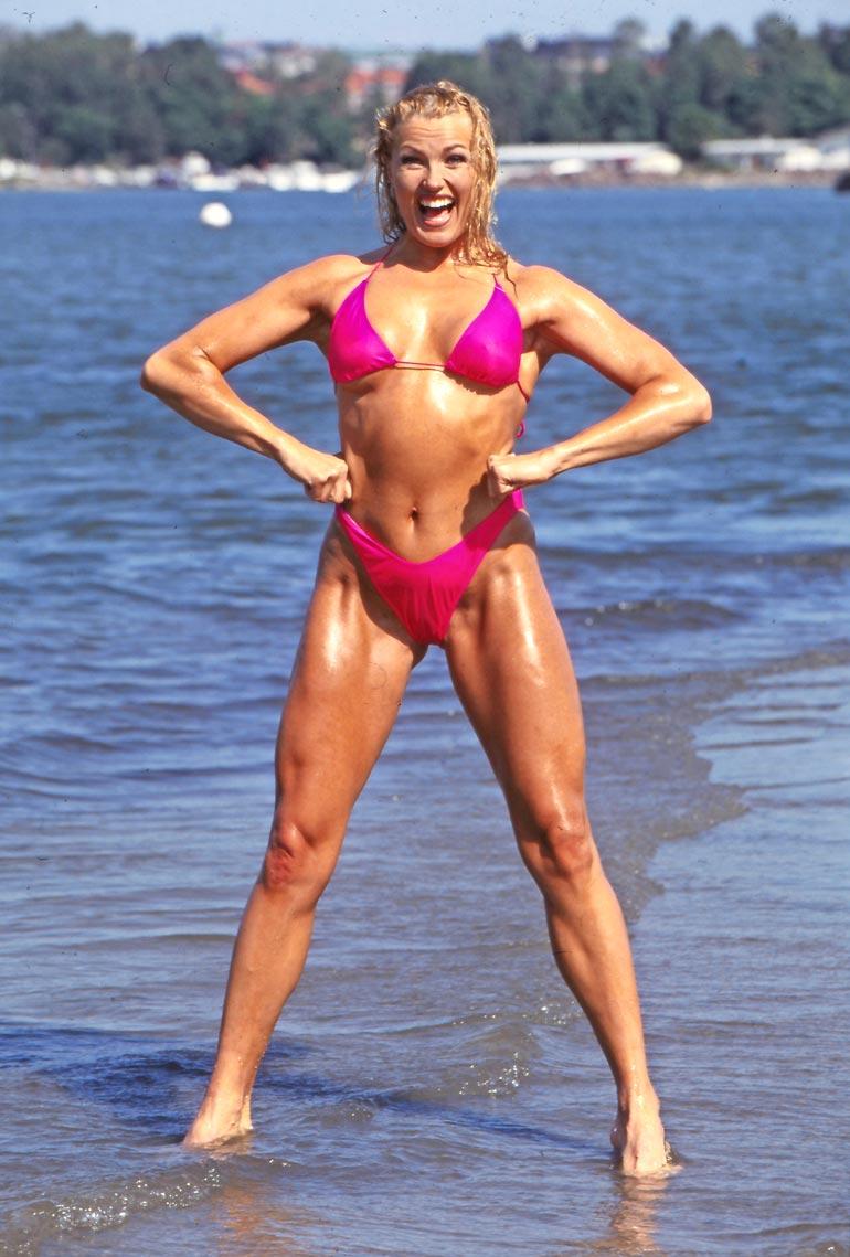 Bikini-iloa Tahitilla! Suosikkijulkkis pääsi Seiskan kanssa kuvausmatkalle Tyynelle valtamerelle vuonna 1998.